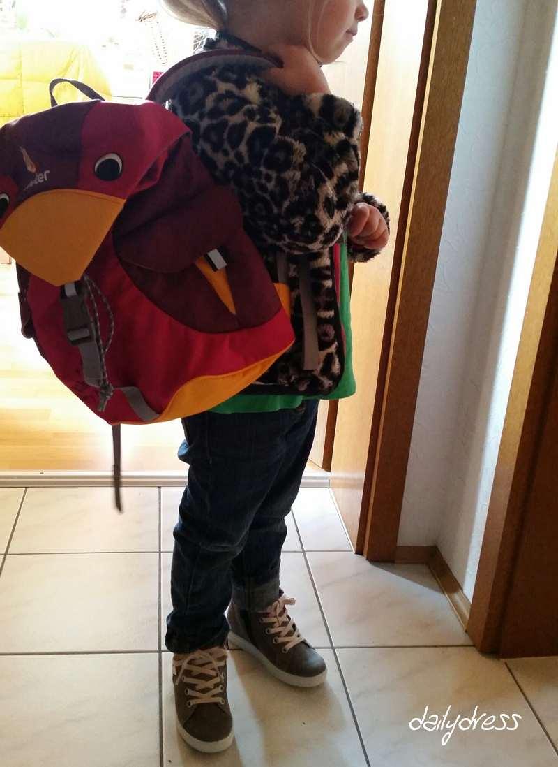 Kind fertig für den Kindergarten