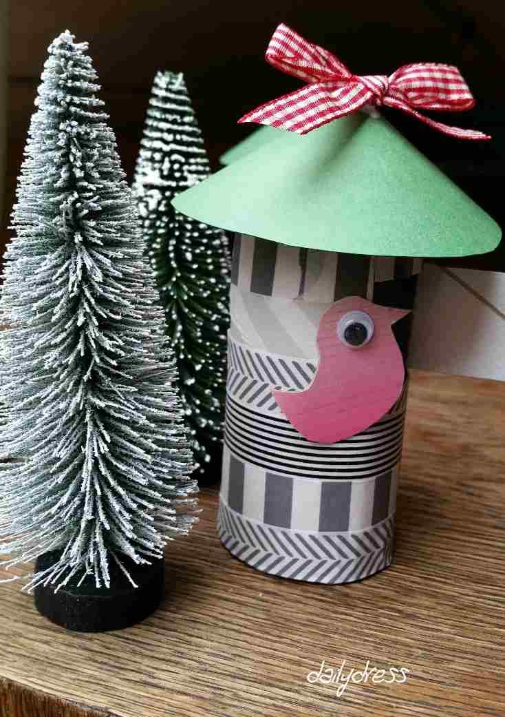 Da guckt der kleine Vogel aber - das zweite Leben einer alten Taschentuchbox. Kreativ muss man beim basteln sein.