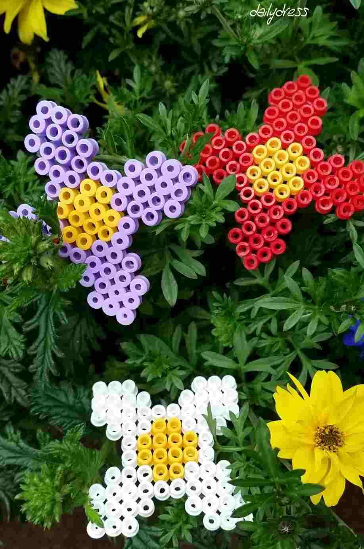 Sie leuchten mit ihren natürlichen Vertretern um die Wette - unsere Blumen aus Bügelperlen.