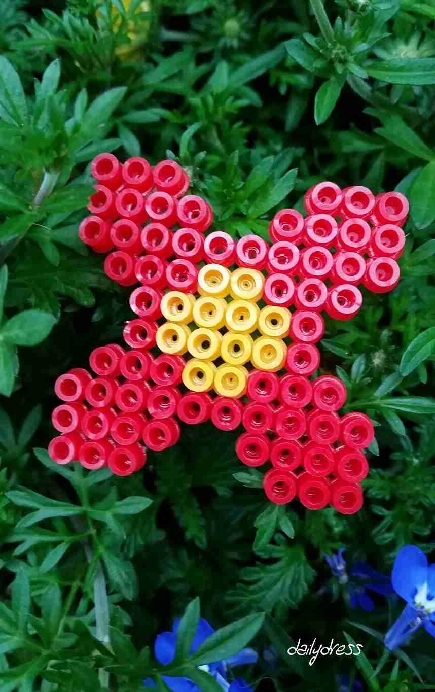 Blumen als Pinnwandmagnete aus Bügelperlen