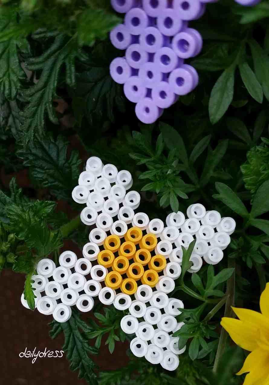 Ein bunter Strauß mit Muttertagsblumen - unsere sind aus Bügelperlen
